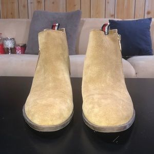 """Tommy Hilfiger Suede tan ankle boots """"ruthie"""""""